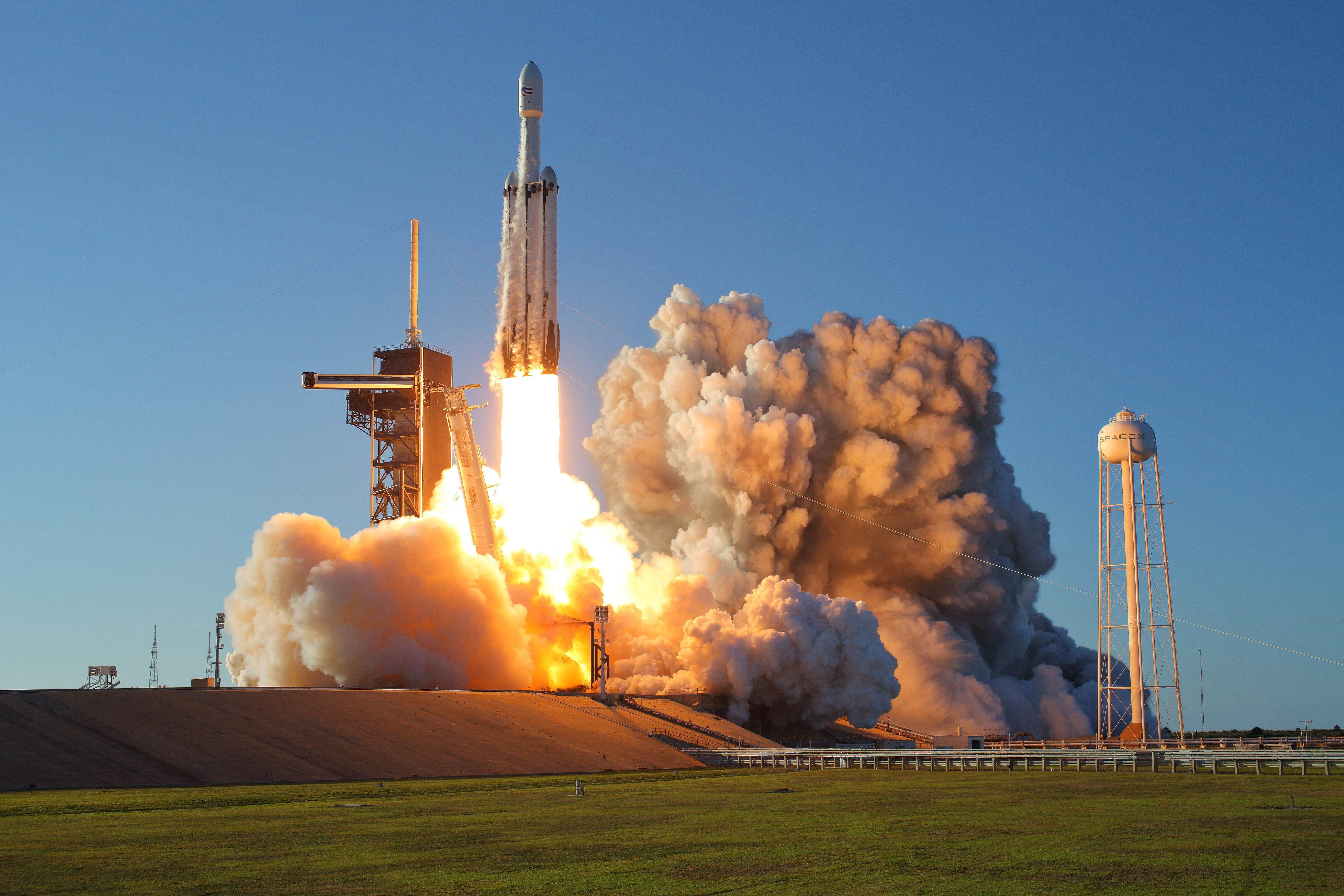 Usa Rocket Start Spacex Cape Canaveral Air Force Station Falcon Heavy Arabsat 6a 5k Wallpaper Hdwallpaper Desktop Spacex Cape Canaveral Hd Wallpaper