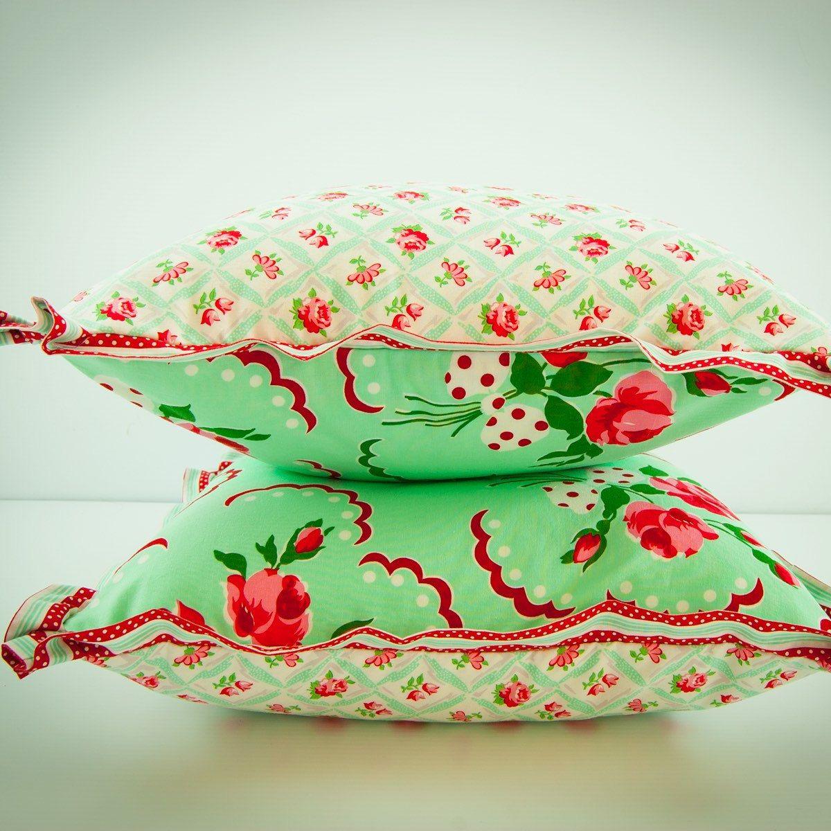 Retro children's pillow cover in mint!