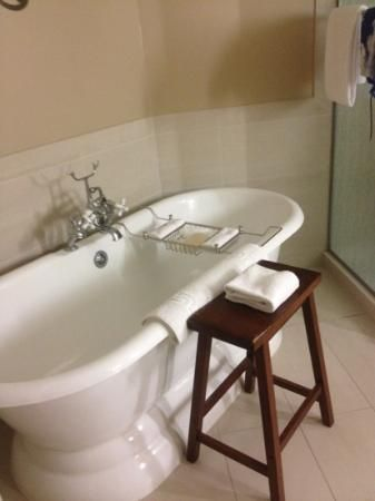 The Tubs At The Andaz Hotel In Savannah So Fabulous Savannah Chat Savannah Hotels Andaz Hotels