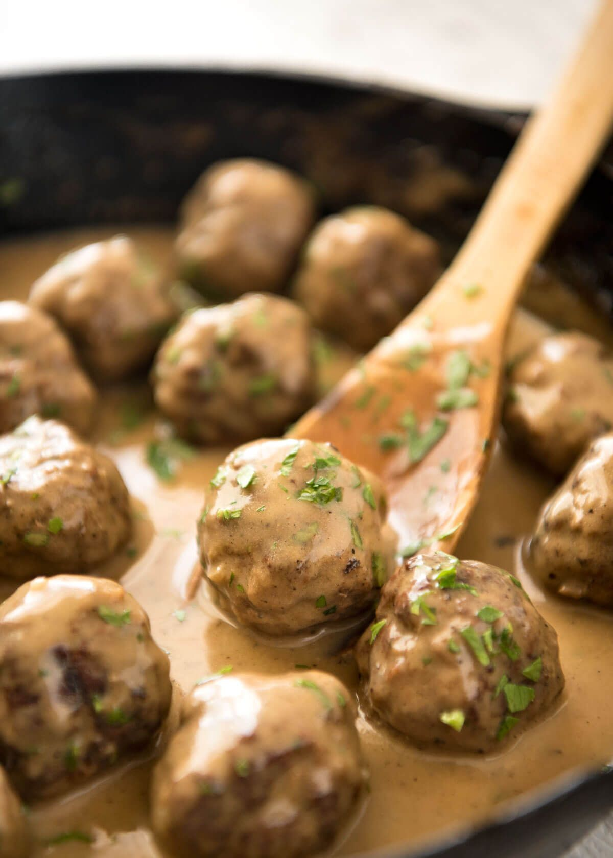 How to cook tender and fragrant meatballs from a different type of meat and fish