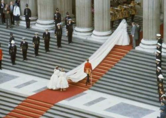 lady diana spencer in her wedding gown with 25 ft train about to enter st paul s cathedral princess diana wedding diana wedding princess diana lady diana spencer in her wedding gown