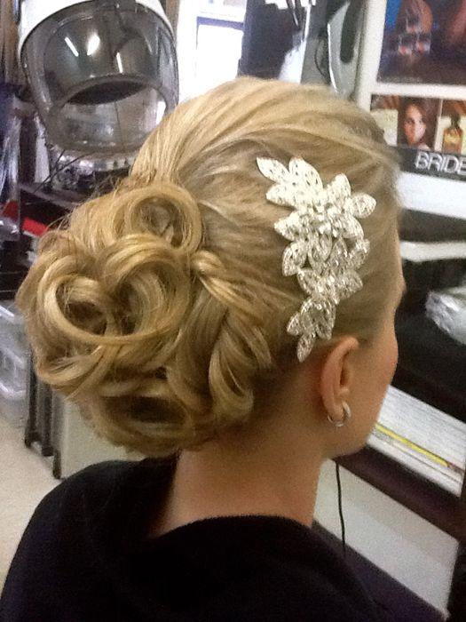 Hair inspo #weddings #thebridalbroker #weddingsa #weddinginspo #hairinspo #weddingstyle