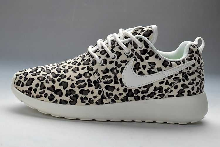nike black roshe run printed trainers warehouse