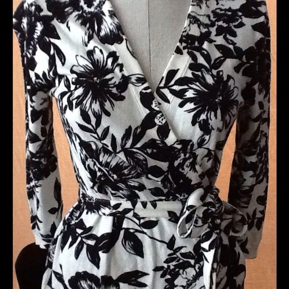 Banana Republic sweater This is a wrap around sweater by Banana Republic in a cotton/viscose/nylon blend fabric. It is very chic with cream and black floral print in great used condition. Also features three quarter sleeves. Banana Republic Sweaters