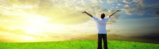 ¿Quiénes somos para medir el amor de Dios? ¿Cómo medir lo que no tiene medida? ¿Quiénes somos para medir a Dios mismo, que es Amor? No podemos decir que el amor de Dios sea mayor hacia unas personas u otras, ya que es el primer paso hacia la desesperanza luterana. La predestinación que esconde la soberbia de quienes se sienten salvados y santos de forma predeterminada. El amor de Dios es sobreabundante y desbordante, nunca cicatero y determinista: