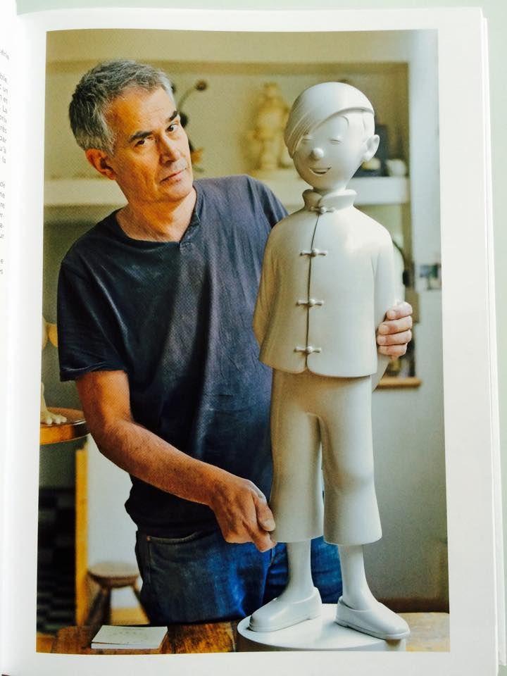 """Le grand sculpteur PIGEON et une de ses œuvres """" TCHANG"""""""