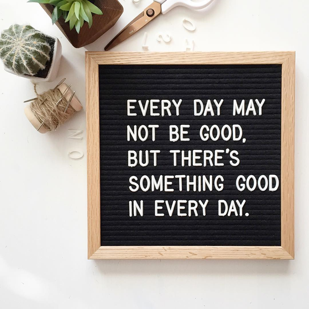 """Source wholesale Changeable Felt Letter Board 10"""" x 10"""" with OAK wood Frame and 290 Letters on m.alibaba.com"""