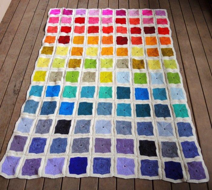 Patchworkdecke stricken aus bunten Quadraten | Patchworkdecke ...