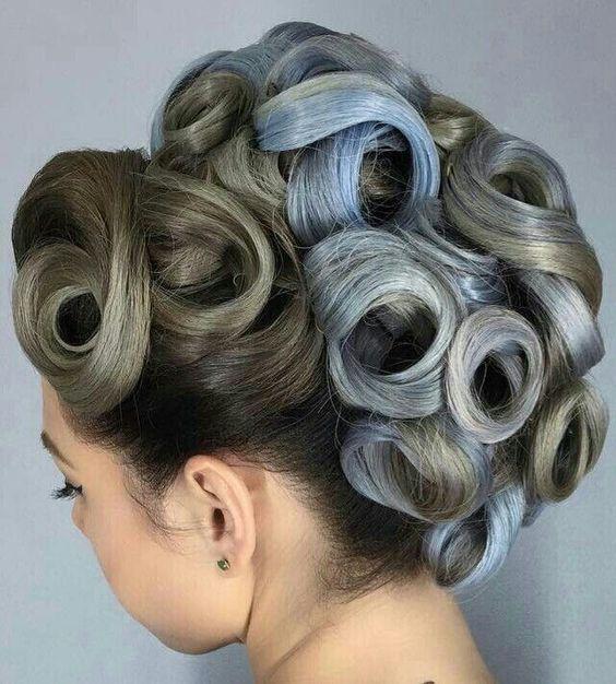 chignon bouclee meche grise | Extreme hair colors, Hair beauty