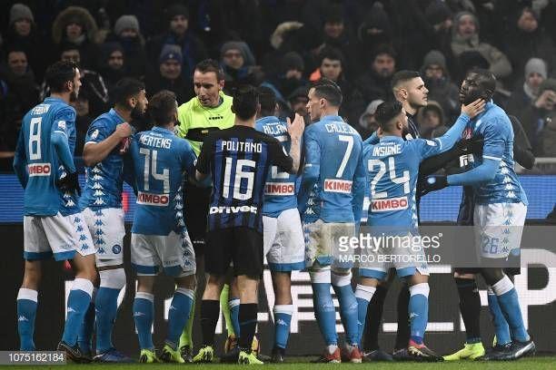 Napoli's Italian forward Lorenzo Insigne holds off Napoli
