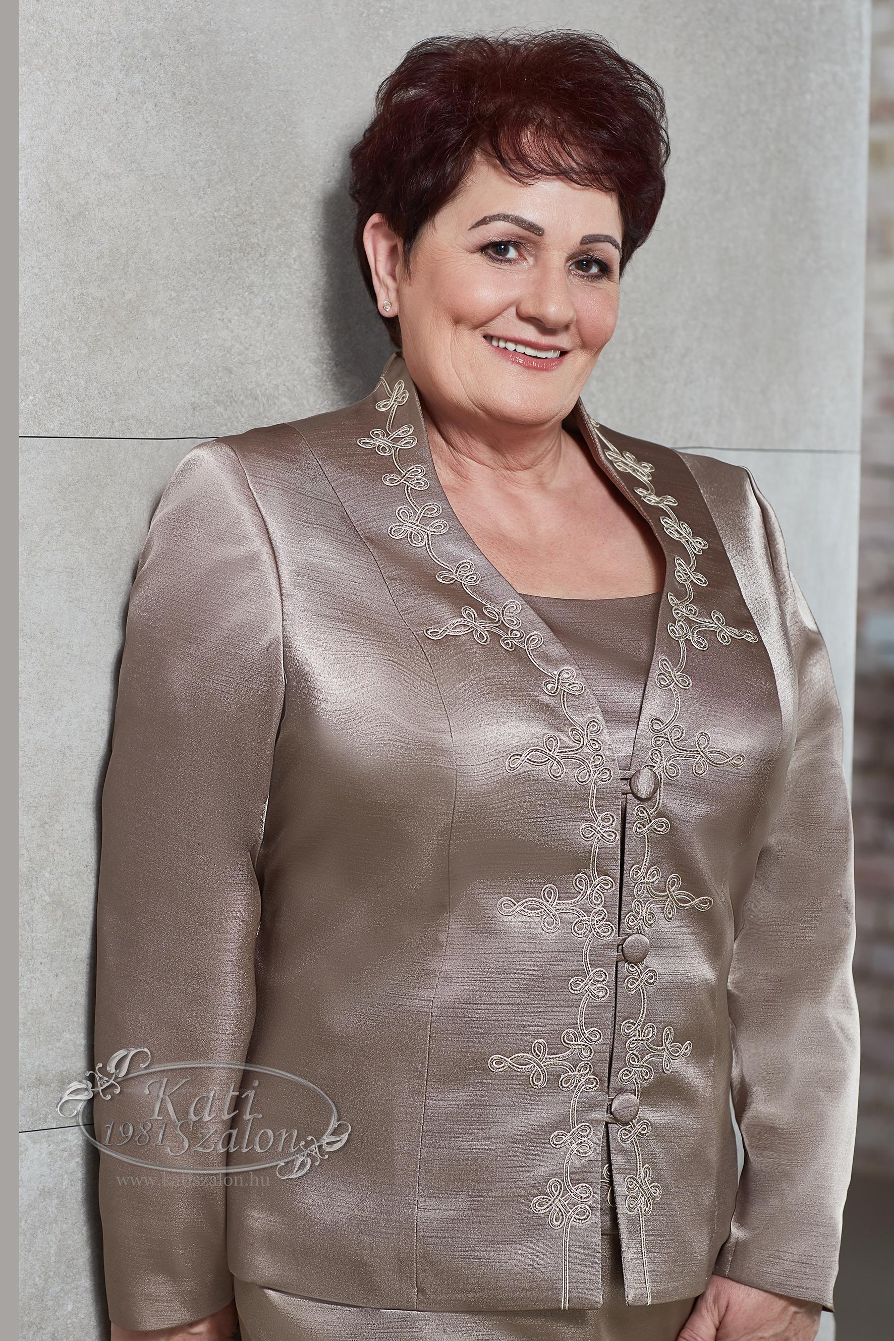 30723ab77f Pezsgő színű női bocskai kosztüm, örömanya kosztüm - 955-ös ...