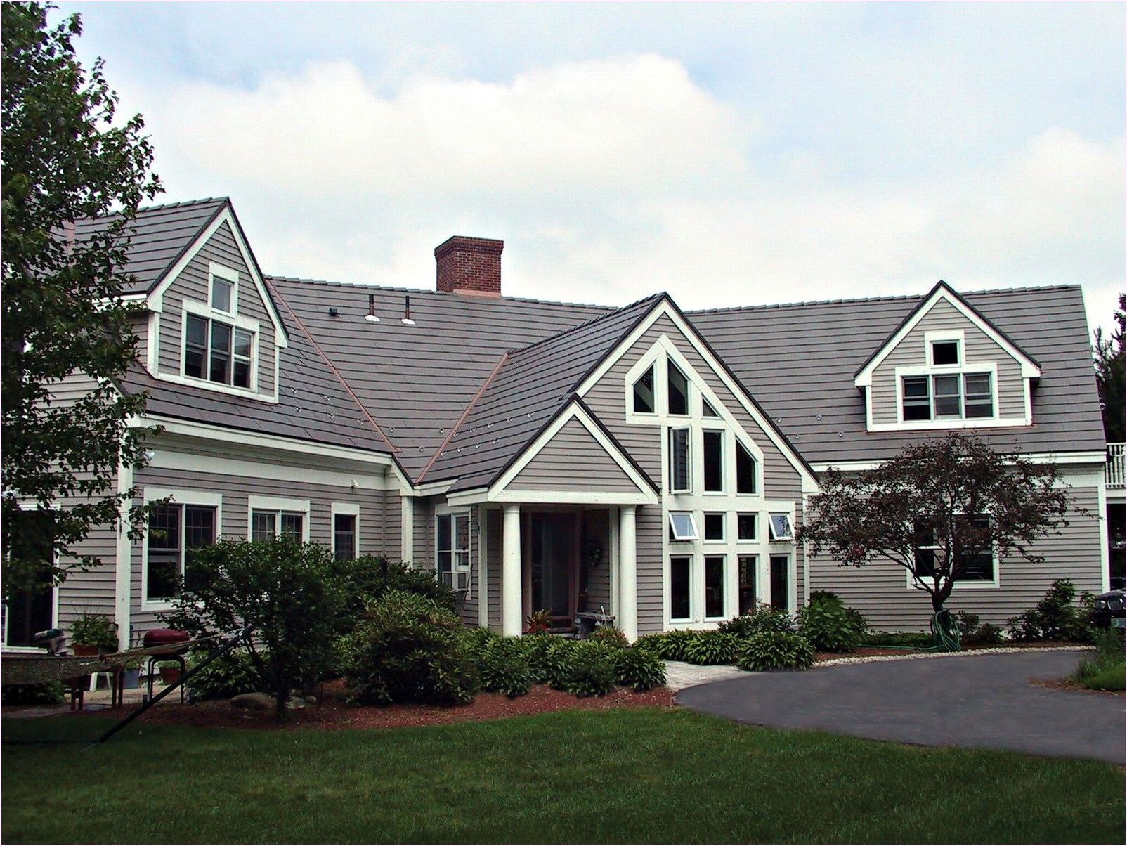 Best How To Choose The Right Roof Shingles Color Red Brick 640 x 480