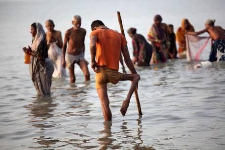 Gange bagno sacro india bagni sacri nel gange pinterest - Bagno nel gange malattie ...