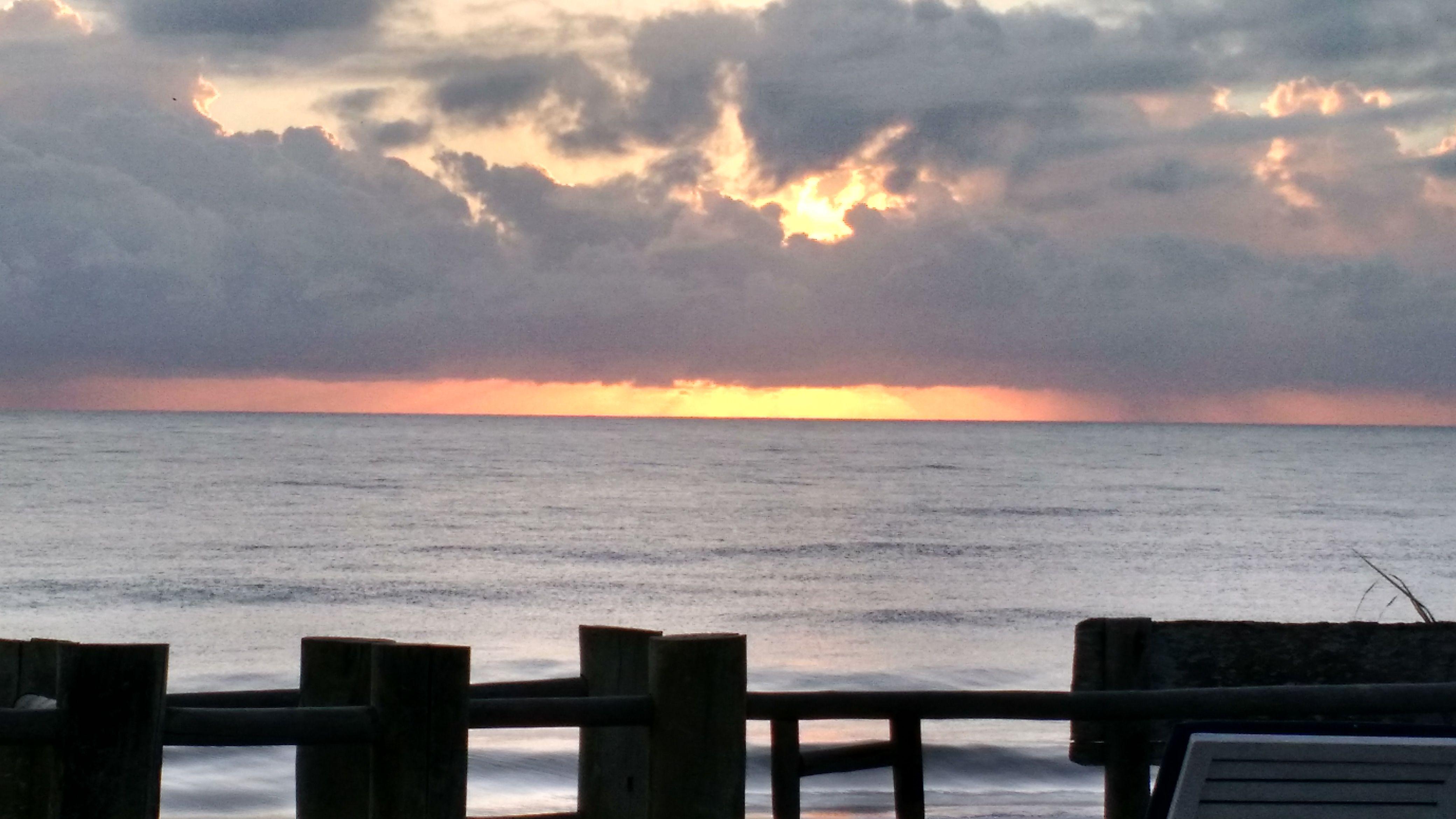 o sol nascente do lugar mais lindo do mundo foto feita por dagoberto da pousada vila do mar