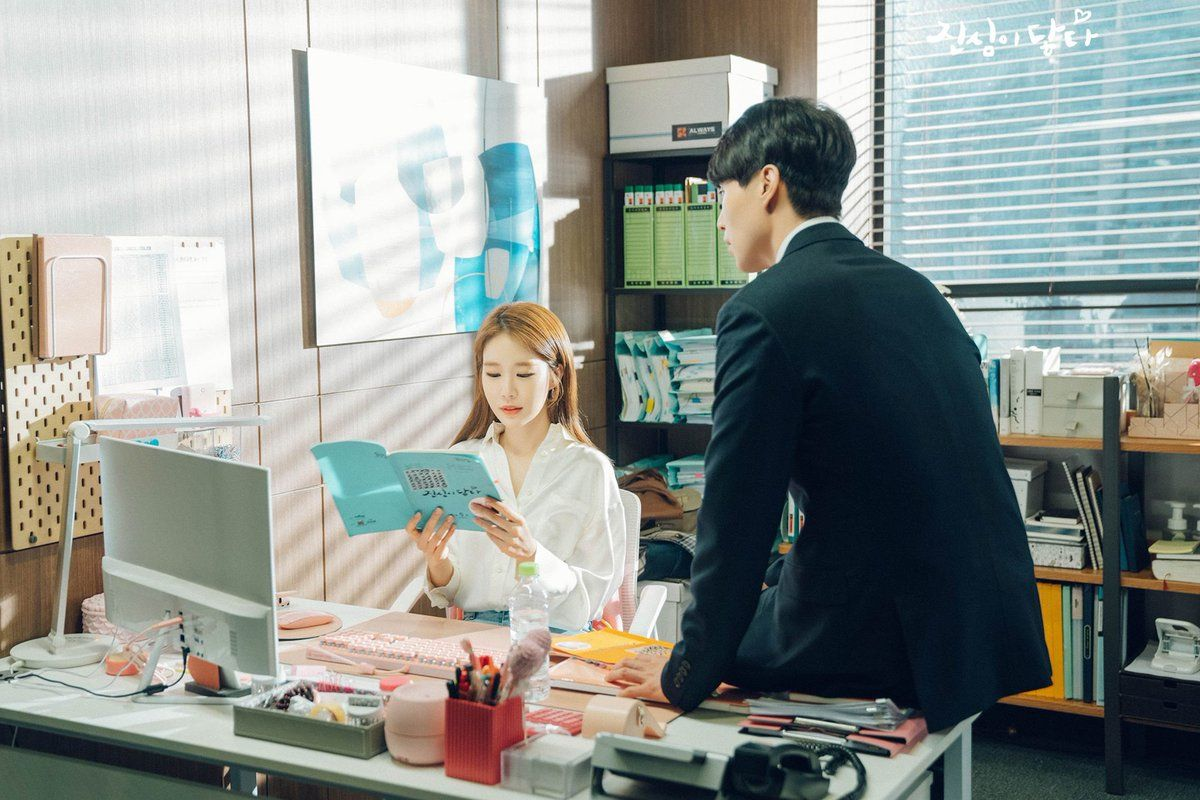 "Yoo In Na And Lee Dong Wook Adorably Practice Their Lines Together On Set Of ""Touch Your Heart"""
