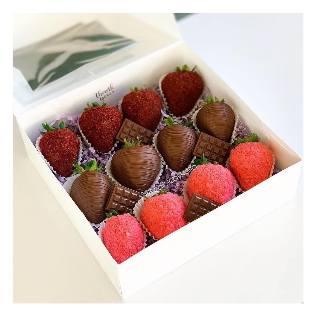 Edible By Katia On Instagram Red Velvet Dark Chocolate Strawberry Crunch In 2020 Chocolate Covered Strawberries Chocolate Strawberries Strawberry Dip