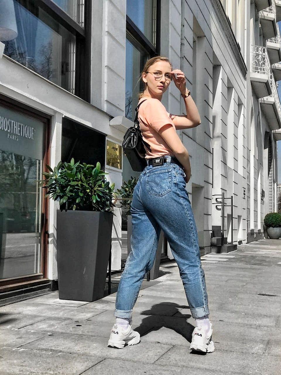 27e936d59d434 streetstyle inspiration inspo style fashion news versace jeans blue mom  jeans black bag nyy tee new york yankees rayban glasses fila disruptor