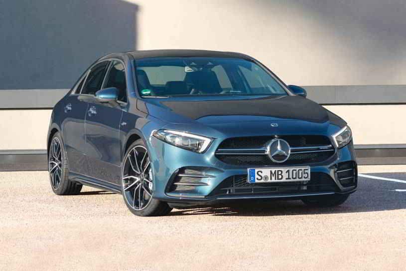 مرسيدس بنز A كلاس 2020 الجديدة تتميز بتسارع قوي ومقصورة رائعة وتكنولوجيا مستقبلية ولكنها تحتوي أيضا على مقصورة صغيرة وأماكن جلوس خل Sedan Amg Best Electric Car