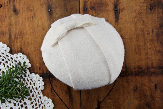 Handgemachte Elfenbein wolle Fascinator, inspiriert von den 1930er Jahren-1940s Mode-Epochen. Original-Design von Blue Rose-Vintage gemischt im