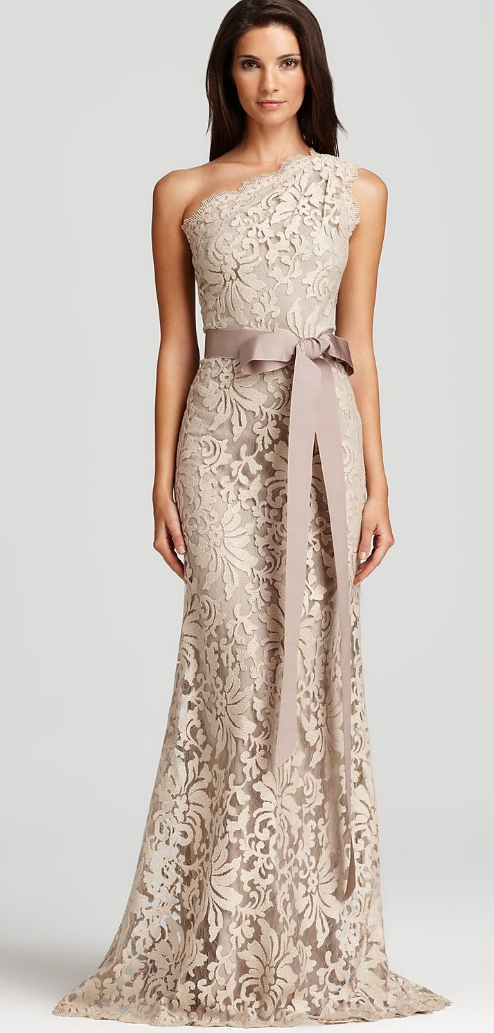 Pin By Ana Fernandez On Con Glamour Lace Gown Gorgeous Dresses Evening Dresses [ 1490 x 713 Pixel ]