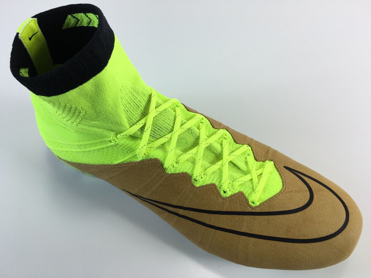 sr4u neon yellow sunlight shimmer soccer laces on nike