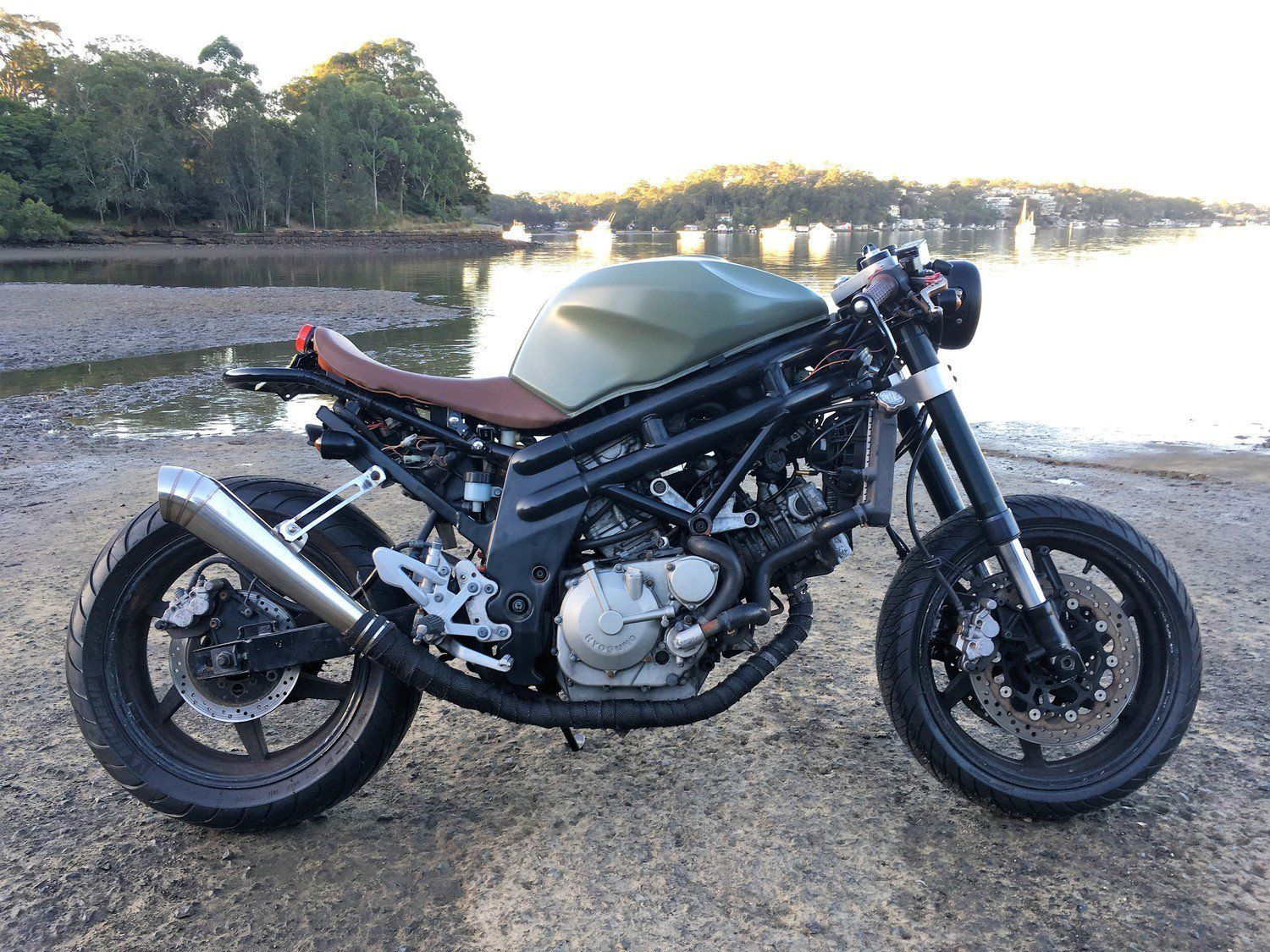 hyosung 650 good hyosung gt comet motorcycle photo with hyosung 650 cheap hyosung gt with. Black Bedroom Furniture Sets. Home Design Ideas