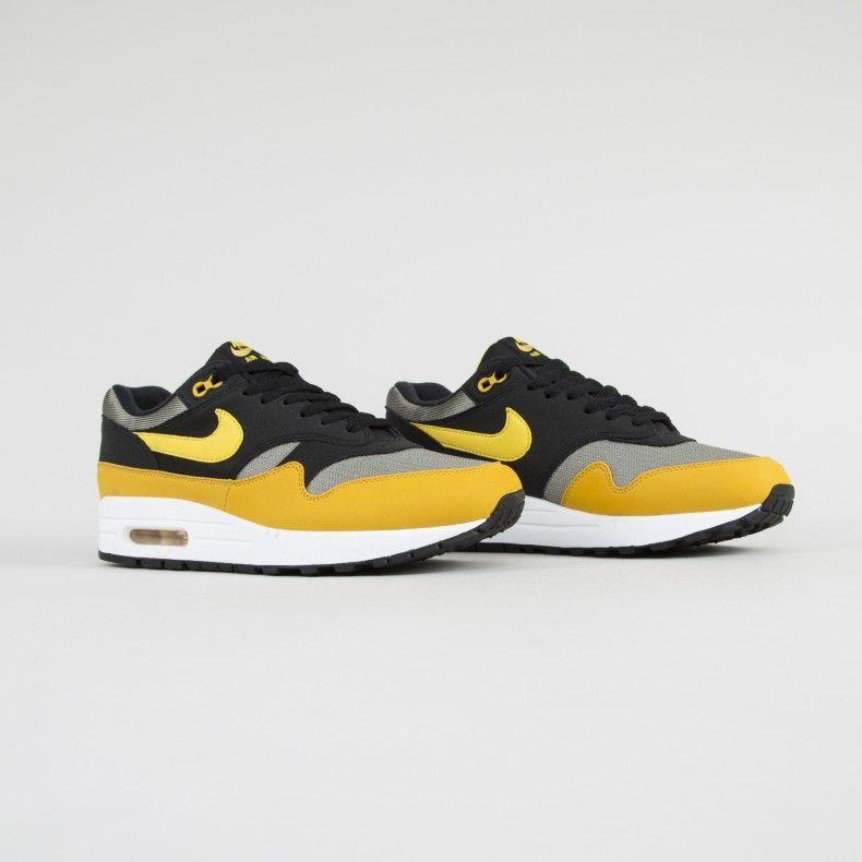 shanellbklyn: 90skiddsolotoowild: sweetsoles: Nike Air Max 1