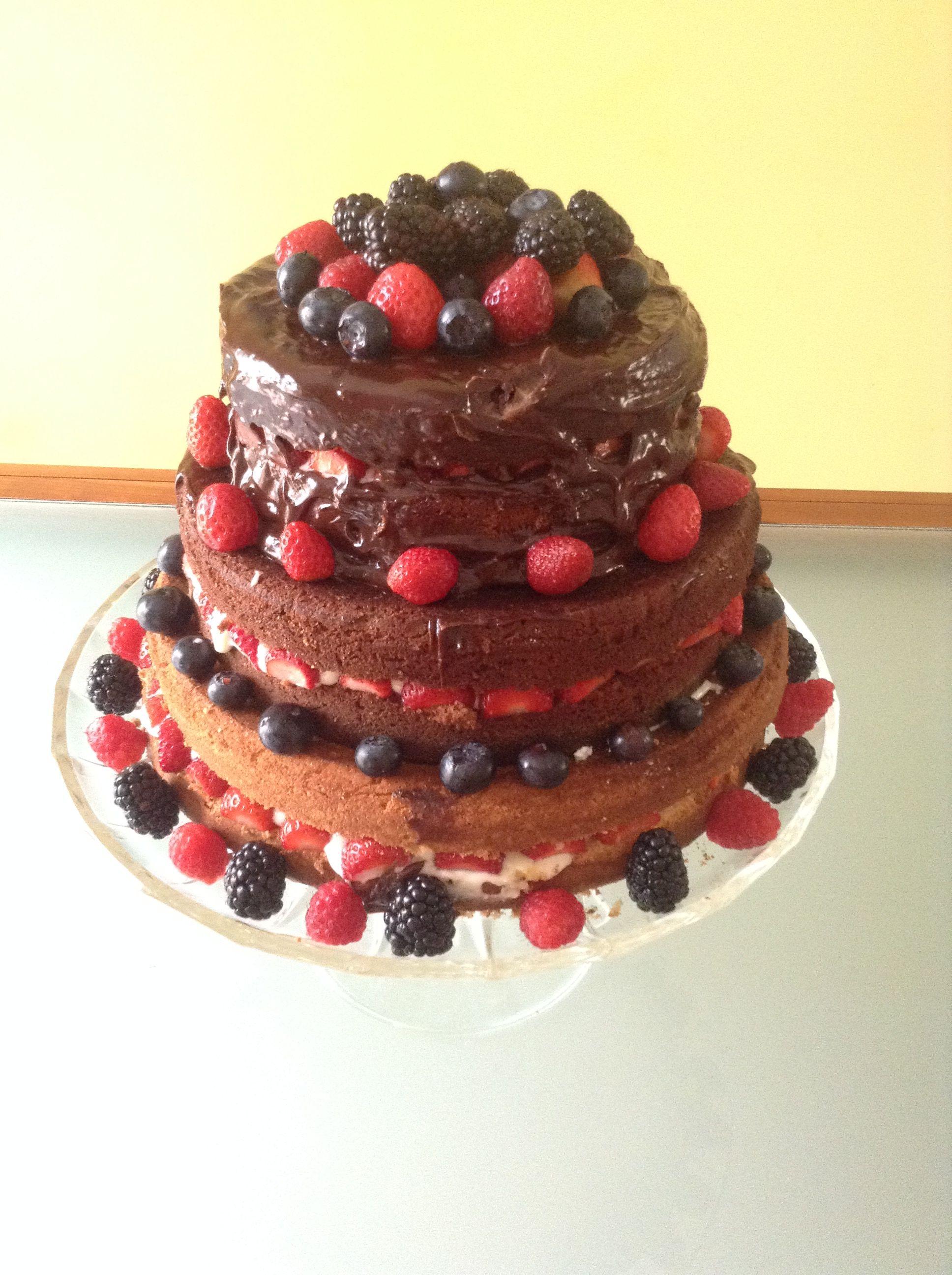 Receita de Naked cake com brigadeiros e frutas, enviada