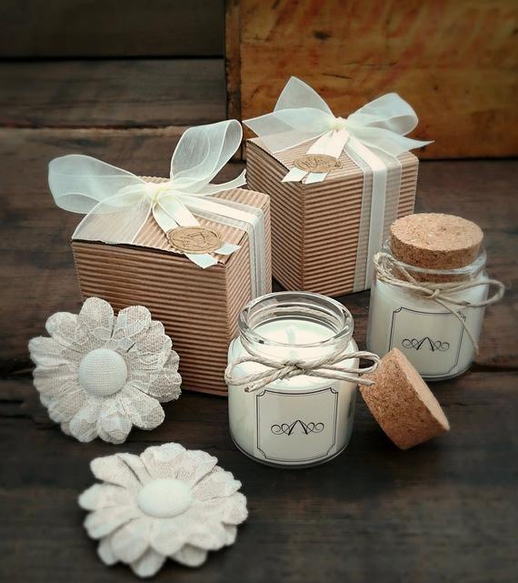Country Bomboniera Per Matrimonio Chic Candela Bio Con Tappo Etsy In 2020 Country Wedding Favors Wedding Favors Cork Candle