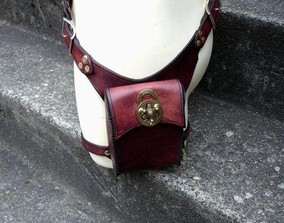 Steampunk Holster Belt Bag par MisfitLeather sur Etsy, $295.00