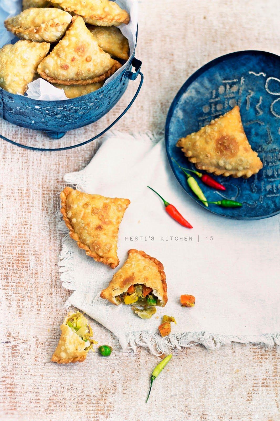 Samosa adalah salah satu snack gurih yang populer di Asia