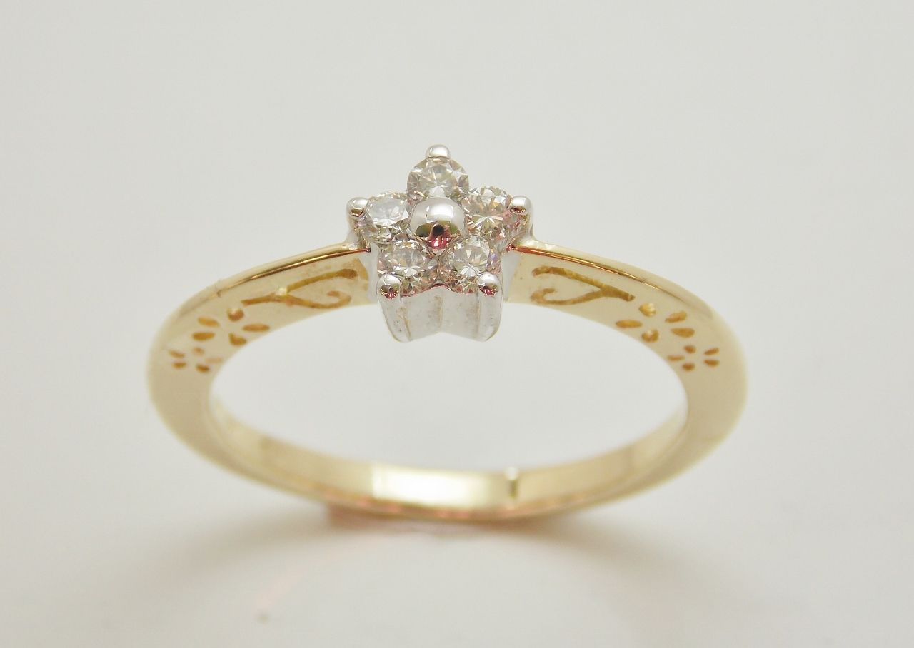 krásny prsteň zo žltého a bieleho 14 kt zlata s diamantami s okrúhlym briliantovým brusom