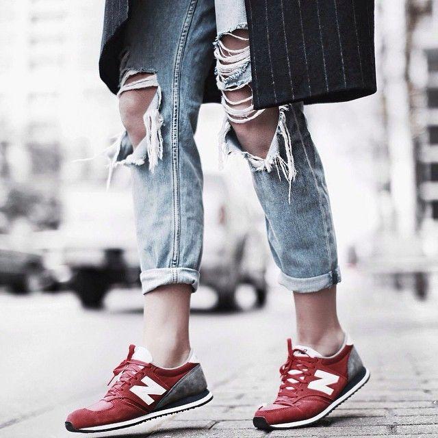 Inspo via @happilygrey ❤️ #inspiration #newbalance #sneakers #rippedjeans #fashion #style #fashionblogger_de #blogger #instafashion