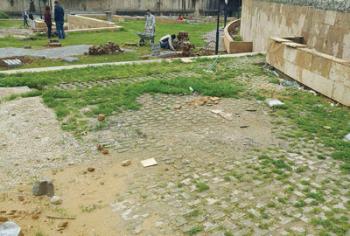 حديقة البرطاسي لا تشبه الحدائق لا في الشكل ولا في المضمون Outdoor Decor Outdoor Stepping Stones