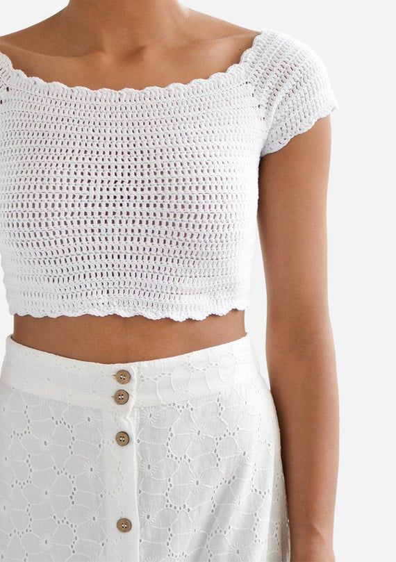 Photo of Scalloped hæklet top, off shoulder top, hæklet bandeau top, hæklet sommer bluse, bomuld top til damer, hvid firkant med udskæring