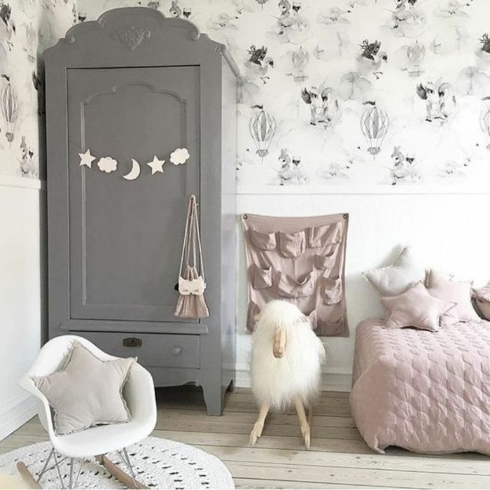 simple relooker armoire ancienne repeindre un meuble en gris dco chambre enfant fille tapis with. Black Bedroom Furniture Sets. Home Design Ideas