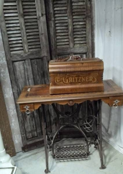 machines coudre ancienne machine a coudre gritzner allemande fonte fer forg marqueterie. Black Bedroom Furniture Sets. Home Design Ideas