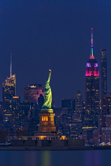 Empire State And Statue Of Liberty Ii By Susan Candelario New York Wallpaper Liberty New York New York City Travel
