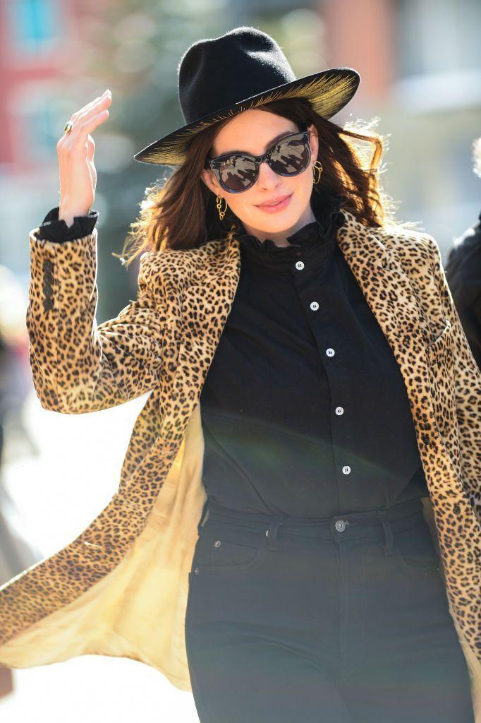 La giacca blazer è il primo step per un Autunno 2020 fatto di colore e calore, vero Anne Hathaway?