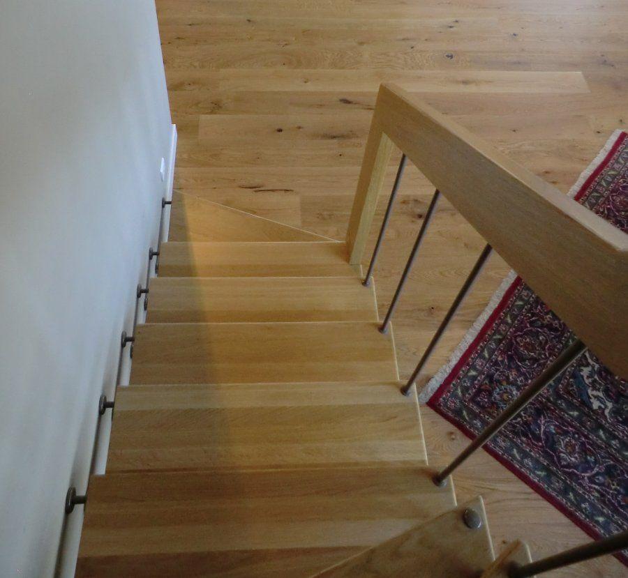 Escalier Avec Marches En Chene Vernis Et Balustres En Acier Thermo