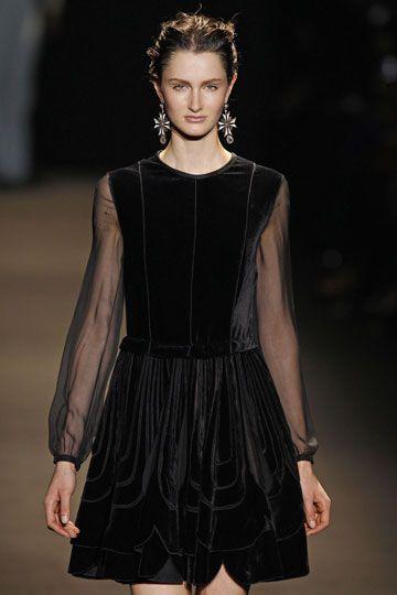 Aligera el vestido con mangas trasnparentes www.mujernova.es
