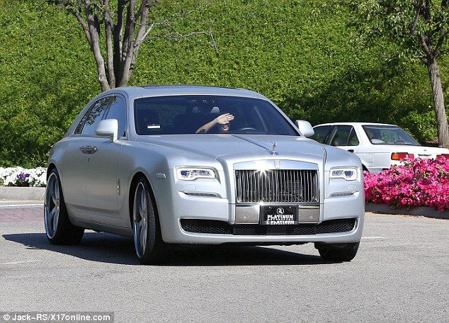 Pregnant Kim Kardashian drives new Rolls Royce to visit with ...