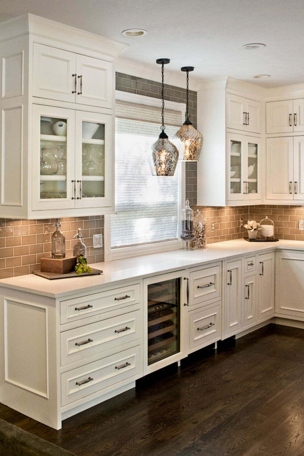 Stunning White Kitchen Cabinets Ideas To Brighten Your Kitchen Kitchen Design Kitchen Cabinet Design New Kitchen Cabinets
