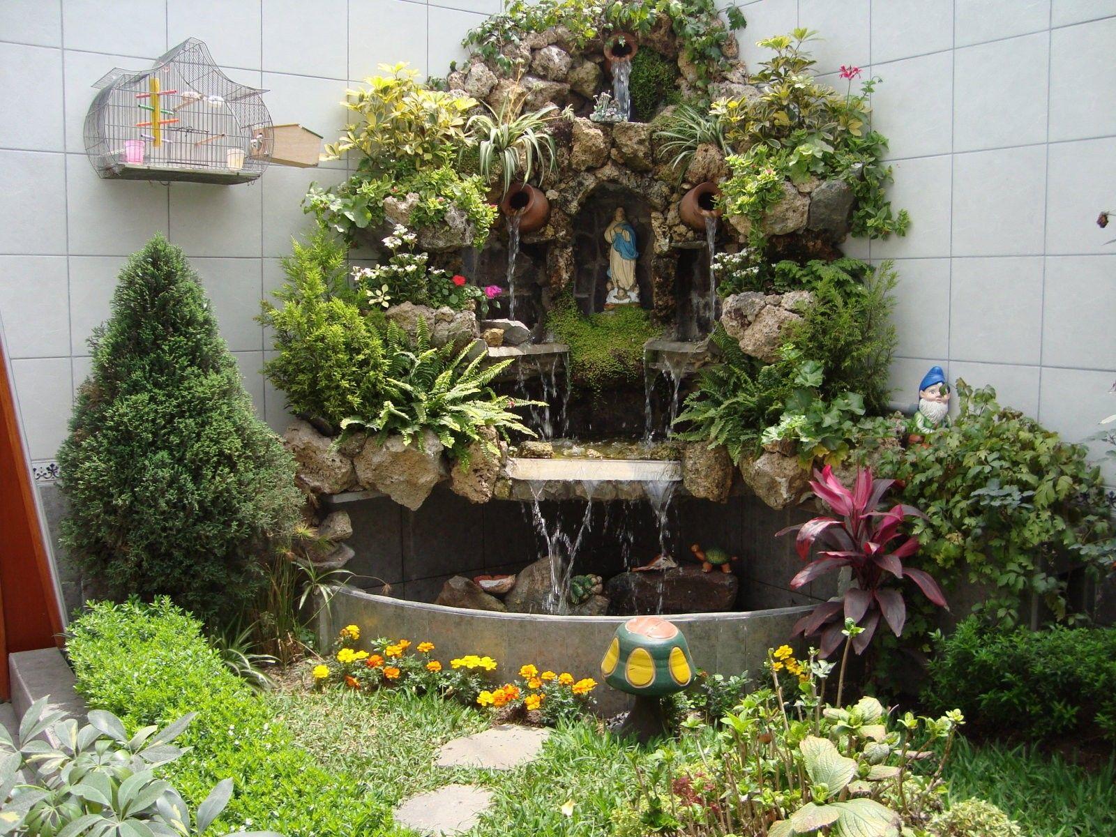 Cascada con gruta como agrandar un peque o jardin for Cascadas para patios