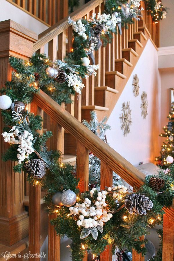 12 Gorgeous Farmhouse Decorating Ideas for Christmas Staircases