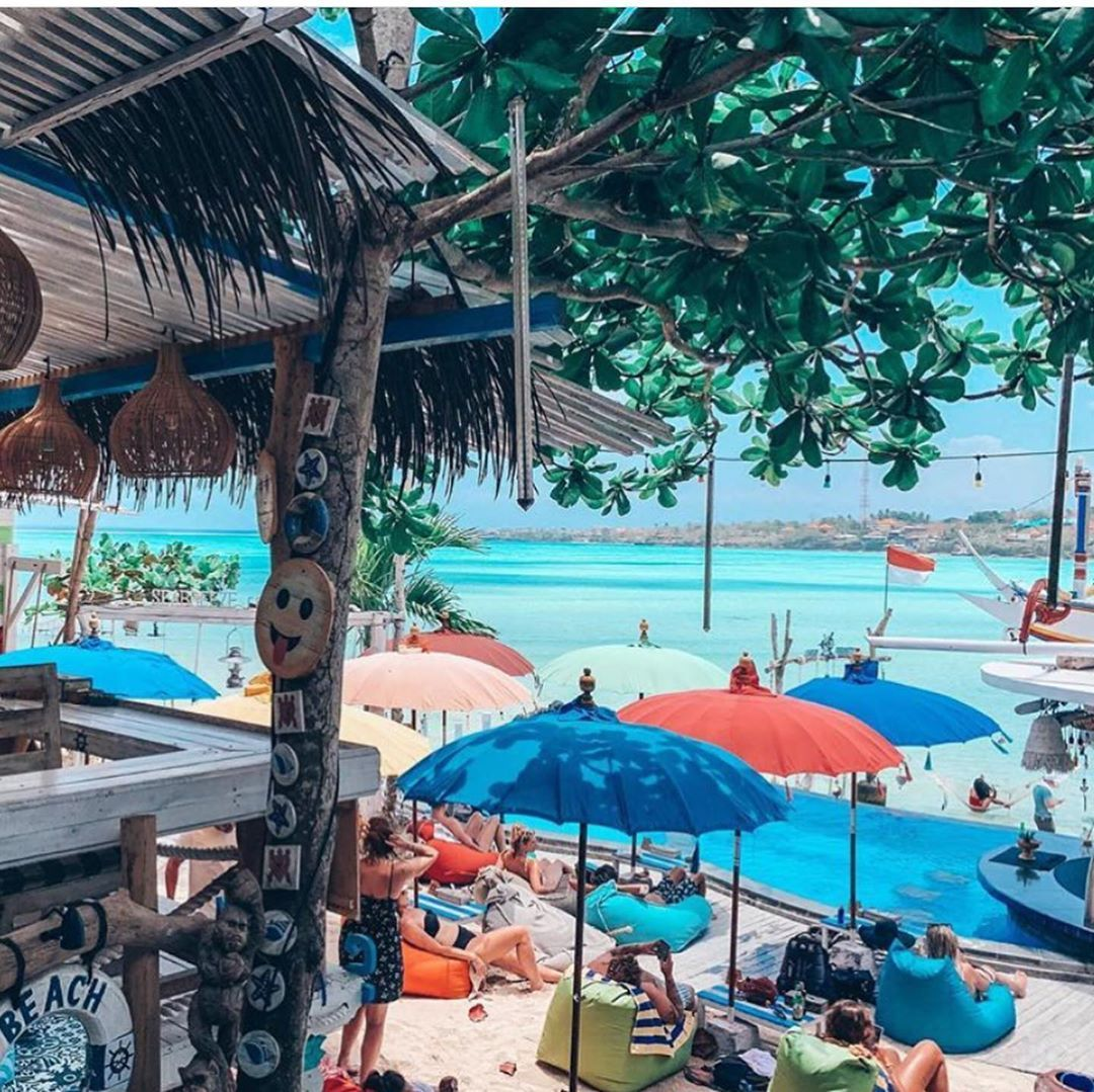 Vacation with a atmosphere that is so different from a place that is so cute at @seabreezeceningan  Photo by @fisha821