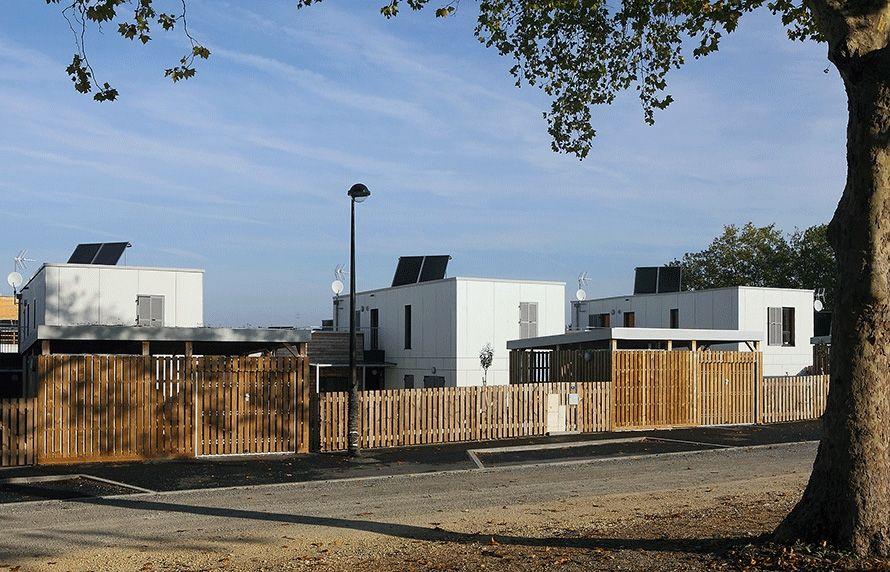 atelier-architecture-philippe-madec-16-maisons-locatives-_-qe-et-passif-_-quartier-des-merlattes-bourges-18-743.jpg