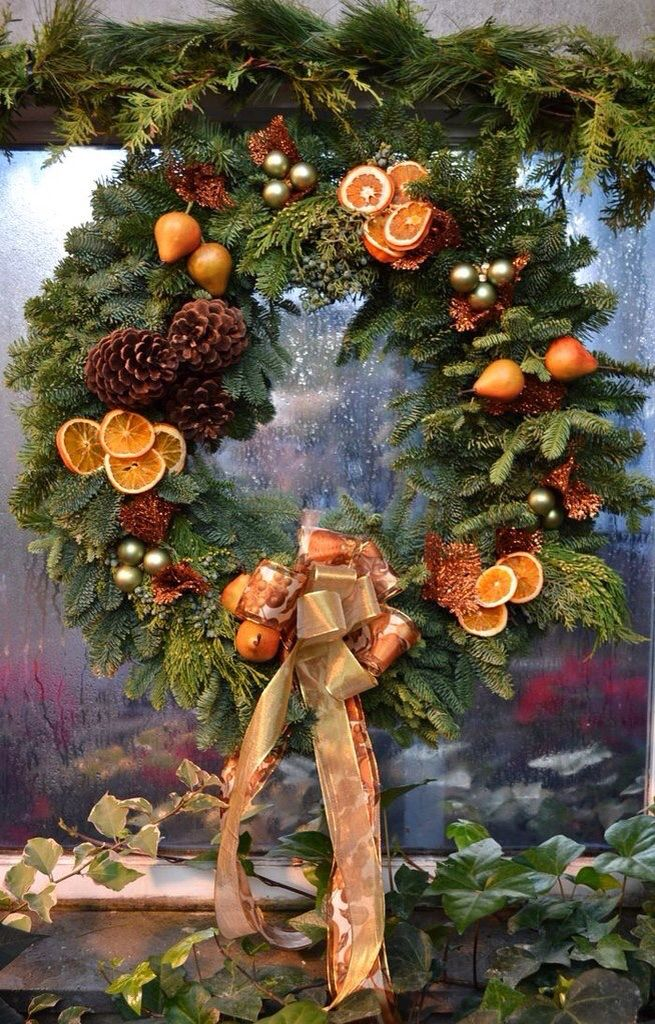 Wreath with dried orange slices, lovely From: Fiesta Farms - Апельсины Xmas Wreaths Pinterest Wreaths, Xmas And Christmas Decor