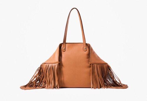 Bolsa con flecos. SS 2015. Vogue.es