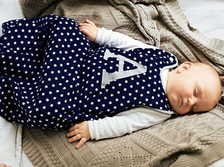 diy anleitung schlafsack f r babys n hen babydecke zum kuscheln diy tutorial sewing a baby. Black Bedroom Furniture Sets. Home Design Ideas